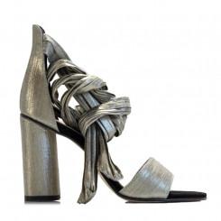 Sandalo laminato con fascia alla caviglia